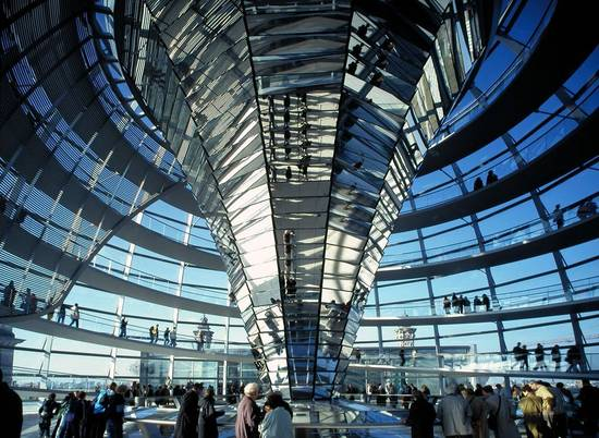 [Translate to English:] Studienort Berlin: Reichstag